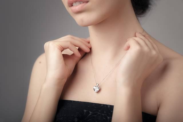 ダイヤモンド類似石のペンダント