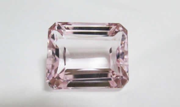 画像に alt 属性が指定されていません。ファイル名: pinksapphire02.jpg