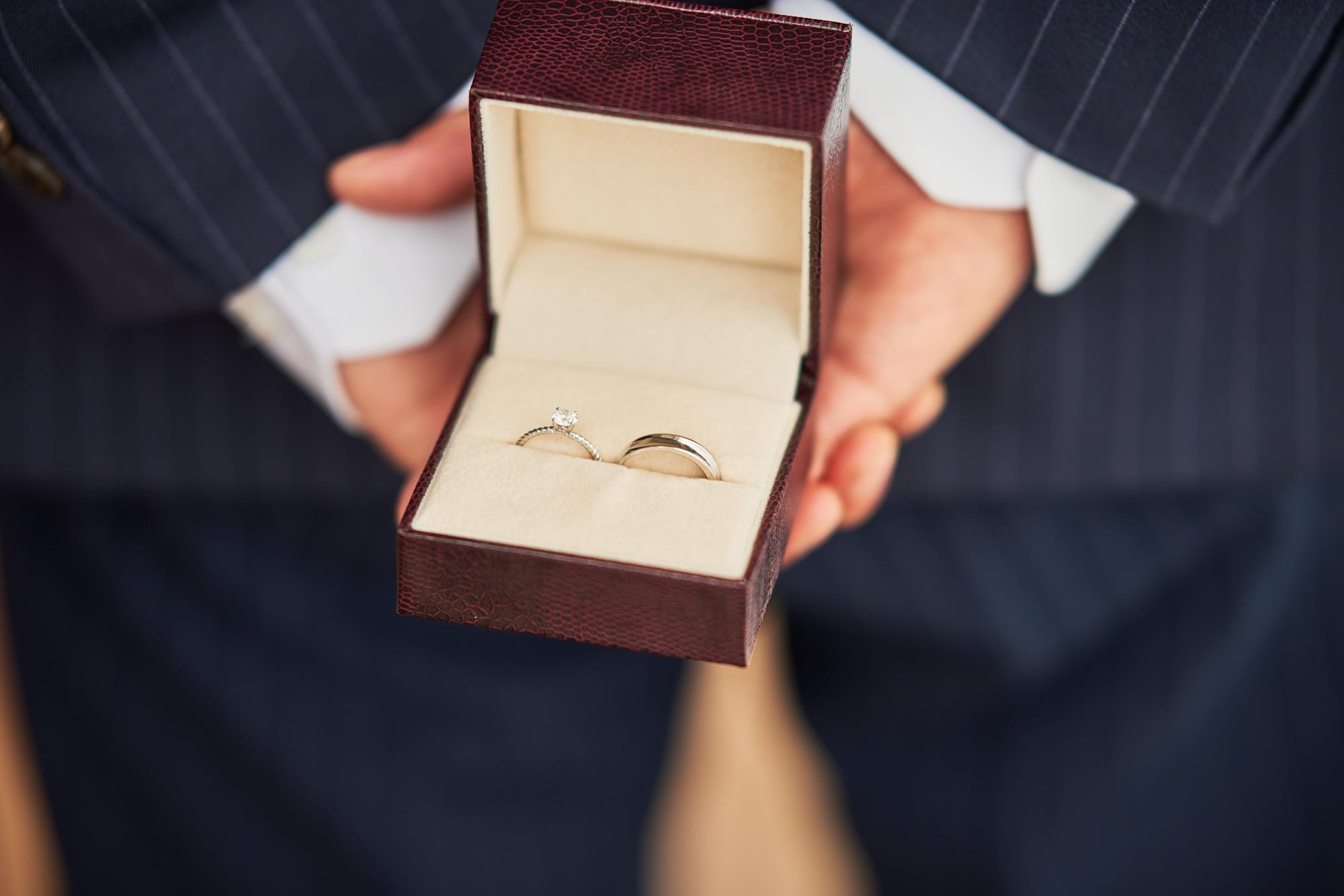 婚約指輪は男性も楽しむが流行の兆し!指輪の選び方からプレゼント方法まで